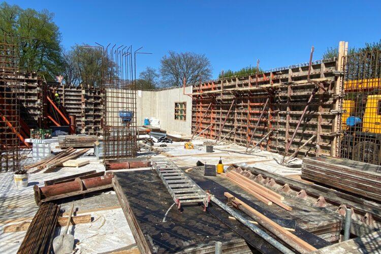 Postup výstavby na bytovém domě postupuje dle plánu